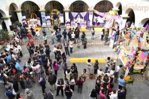 Xalapa, Ver., 27 de octubre de 2016. Inauguran la muestra de altares de la Universidad de Turismo en el patio central del Palacio Municipal para celebrar el D�a de Muertos.