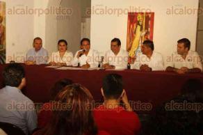 Veracruz, Ver., 27 de octubre de 2016.- El delegado del INAH, Esteban Rodr�guez y el director del IVEC, Rodolfo Mendoza Rosendo, firmaron convenio de colaboraci�n con motivo de la fundaci�n de la Cr�nica de Veracruz.