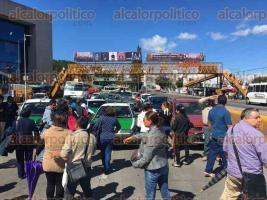 Xalapa, Ver., 27 de octubre de 2016.- Trabajadores del Poder Judicial volvieron a bloquear todos los carriles de la avenida L�zaro C�rdenas.