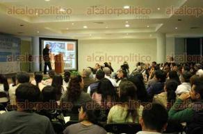 Xalapa,Ver., 27 de octubre de 2016.- El investigador de la UNAM, Manuel Maass Moreno, imparti� la conferencia magistral