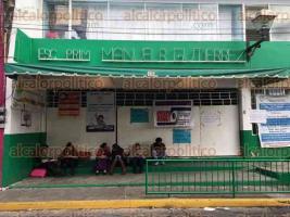 Xalapa, Ver., 28 de octubre de 2016.- Profesores toman las instalaciones de la escuela primaria Manuel R. Guti�rrez ubicada en el centro de la ciudad exigen pago del RZ.
