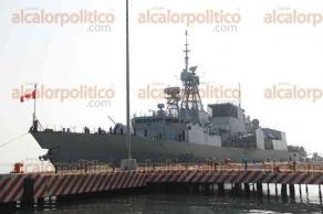 Veracruz, Ver., 2 de diciembre de 2016.- La fragata canadiense HMCS Fredericton, atracó en el muelle de la T del puerto de Veracruz donde la tripulación efectúa trabajos comunitarios en el asilo para ancianos COGRA. El embajador de Canadá en México, Pierre Alarie, abordó la nave para hacer un recorrido.