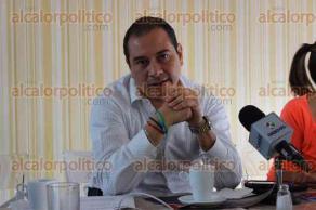 Xalapa, Ver., 2 de diciembre de 2016.- Fernando Montero, director de capacitación del TEV, anunció a medios de comunicación sobre el primer informe de actividades del magistrado presidente del Tribunal, Roberto Sigala.