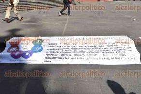 Xalapa, Ver., 2 de diciembre de 2016.- Personas con discapacidad de Ciudadanos de Veracruz Unidos A.C. se manifestaron la mañana de este viernes en Plaza Lerdo para pedirle al gobernador Miguel Ángel Yunes, una audiencia.