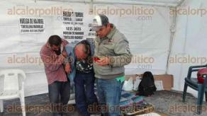 Xalapa, Ver., 3 de diciembre de 2016.- Trabajadores de la Tortillería Magnolia levantaron la huelga de hambre que  desde el pasado jueves mantenían frente a las instalaciones de la Secretaría de Finanzas de esta capital.