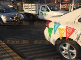Xalapa, Ver., 3 de diciembre de 2016.- Con globos y pancartas varios jóvenes católicos participaron en una colorida peregrinación en honor a la Virgen de Guadalupe.