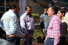 Xalapa, Ver., 4 de diciembre de 2016.- Perredistas a su llegada al Consejo político estatal del PRD.