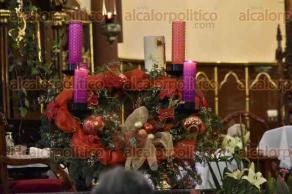 Xalapa, Ver., 4 de diciembre de 2016.- Decenas de fieles católicos se congregaron en la Catedral Metropolitana para la misa que encabezó el arzobispo Hipólito Reyes Larios, quien criticó durante su homilía que las personas caigan en la corrupción fácilmente.