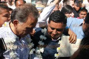 San Andrés Tenejapan, Ver., 4 de diciembre de 2016.- El gobernador Miguel Ángel Yunes Linares encabezó el inicio de un programa de vacunación contra la influenza y entrega de cobijas en este municipio. Acotó que invertirán en hospitales el dinero recuperado por desvíos de la administración pasada.