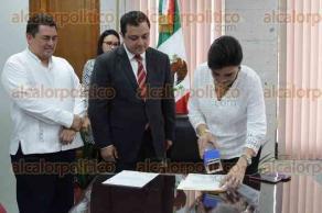 Xalapa, Ver., 5 de diciembre de 2016.- El alcalde Américo Zúñiga Martínez acudió ante el Congreso del Estado para presentar una iniciativa que reforma la Ley de Coordinación Fiscal.