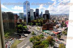 Ciudad de México, 5 de diciembre de 2016.- La mañana de este lunes la ciudad amaneció despejada y sin contaminación, por lo que se pudieron observar las montañas que la rodean, permitiendo un paisaje poco frecuente en la capital del país.