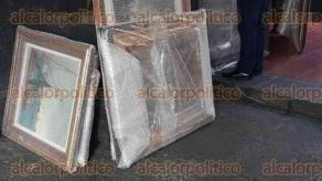 Xalapa, Ver., 7 de diciembre de 2016.- A la oficina del gobernador Miguel Ángel Yunes Linares, fueron llevadas varias pinturas, con suma delicadeza.