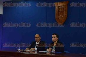 Xalapa, Ver., 7 de diciembre de 2016.- El director de la Facultad de Derecho de la UV, José Luis Cuevas Gayosso, dio a conocer el diplomado