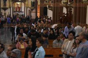 Xalapa, Ver.- 15 de enero de 2017.-El arzobispo, Hipólito Reyes invitó, durante la misa de este domingo, a los creyentes a orar en honor a la Virgen de Fátima como parte de los 100 años de su aparición, que se celebrarán en el mes de mayo.