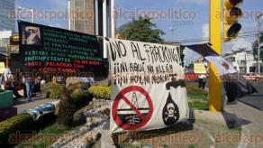 Poza Rica, Ver., 15 de enero de 2017.- Este domingo por la tarde, ciudadanos protestan y promueven la iniciativa de amparos federales ante las Reformas Energética y Laboral, especialmente, por agraviar a la economía y los derechos.