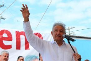 Nautla, Ver., 15 de enero de 2017.- El líder del partido Movimiento Regeneración Nacional, Andrés Manuel López Obrador, concluyó este domingo su gira por la zona Totonaca de Veracruz. En su último día, visitó los municipios de Nautla, Vega de Alatorre y Úrsulo Galván.