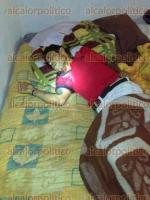 Veracruz, Ver., 16 de enero de 2017.- Un hombre fue asesinado de un balazo en la cara mientras dormía en su domicilio ubicado en la calle Ciruelos de la localidad Antón Lizardo. En el sitio se encontraron 4 casquillos percutidos, calibre 9 milímetros.