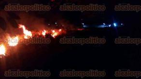 Cuitláhuac, Ver., 17 de enero de 2017.- Arde un pastizal cerca de una gasera. Bomberos de este municipio trabajan para sofocar el fuego. Este incendio se dio de forma irresponsable como otro que se suscitó en esta misma población hace unos días.