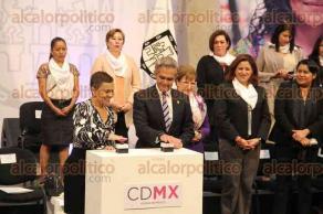 Ciudad de México, 19 de enero de 2017.- En el Antiguo Palacio del Ayuntamiento, el jefe de Gobierno de la CDMX, Miguel Ángel Mancera y la secretaria de Inclusión Social de El Salvador, Vanda Pignato, presentaron el proyecto