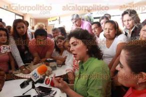 Orizaba, Ver., 19 de enero de 2017.- La diputada federal con licencia Ivonne Ortega recorrió la zona serrana de Mariano Escobedo y este municipio, donde ofreció una conferencia de prensa.