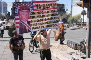 Ciudad de México, 20 de enero de 2017.- Cientos de personas protestaron en el Ángel de la Independencia y la Embajada de los Estados Unidos por la toma de protesta de Donald Trump, como el presidente número 45 de los Estados Unidos y por su política contra los migrantes y mexicanos.