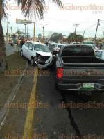 Veracruz, Ver., 20 de enero de 2017.- Cuatro automóviles y un camión de pasaje de la ruta Progreso se vieron involucrados en un choque en la avenida Salvador  de la colonia Campestre. Por el accidente se calcularon daños por más de 36 mil pesos.