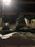 Córdoba, Ver., 21 de enero de 2017.- La surada que se ha registrado en la zona centro ha comenzado a dejar afectaciones, hasta ahora van dos casas destechadas en su totalidad y más de siete que han perdido algunas láminas.