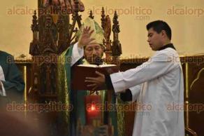 Xalapa, Ver., 22 de enero de 2016.- El arzobispo Hipólito Reyes Larios, este domingo en homilía pidió a las personas mantenerse unidas para enfrentar los actuales tiempos difíciles.