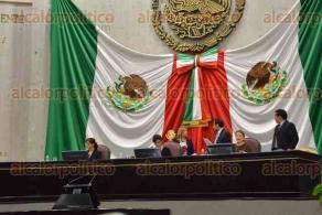 Xalapa, Ver., 24 de enero de 2017.- En el salón de plenos se efectuó la decimanovena sesión ordinaria de la Legislatura donde se analizará el decreto enviado por el gobernador Miguel Ángel Yunes Linares para refinanciar o reestructurar la deuda vigente en el estado de Veracruz.
