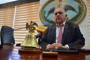 Xalapa, Ver., 24 de enero de 2017.- El magistrado presidente del TSJE, Edel Alvarez Peña, al término de la sesión, en la ronda de preguntas, fue cuestionado si había solicitudes de órdenes de aprehensión contra exservidores públicos, a lo que dijo que se han solicitado con algunos jueces y se están analizando.