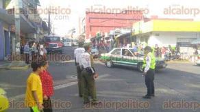 Xalapa, Ver., 18 de febrero de 2017.- Cierraron la circulación en la esquina de Francisco J. Clavijero y Altamirano por desfile conmemorativo del centenario de la Constitución.