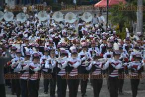 Xalapa, Ver., 18 de febrero de 2017.- Este sábado, las marching bands de 9 planteles educativos desfilaron por el centenario de la promulgación de las Constituciones de los Estados Unidos Mexicanos y la del Estado de Veracruz, presentación que terminó en el Estadio Xalapeño.
