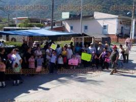 Emiliano Zapata, Ver., 20 de febrero de 2017.- Habitantes y estudiantes de la localidad de Chavarrillo se manifestaron por la falta de agua que sufren desde hace varios años.