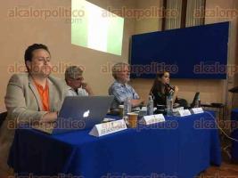 Xalapa, Ver., 20 de febrero de 2017.- Este lunes en el IIHS-UV, el investigador del Centro de Estudios Antropológicos del Colegio de Michoacán, Marco Antonio Calderón Mólgora, presentó la ponencia
