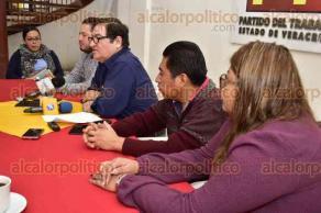 Xalapa, Ver., 21 de febrero de 2017.- En conferencia de prensa Vicente Aguilar coordinador de la comisión ejecutiva estatal del PT y Luis Aguilar representante ante el OPLE, declararon que se encuentran preocupados por deficiente desempeño de consejeros electorales.