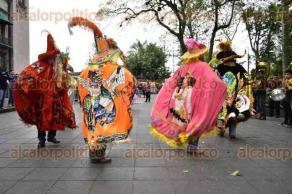 Xalapa, Ver., 21 de febrero de 2017.- Danzantes del municipio de Zacualpan, ubicado en la zona norte de la entidad, llegaron al centro de esta ciudad capital para compartir su baile