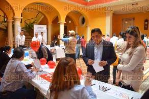 Xalapa, Ver., 22 de febrero de 2017.- La jefa de la Unidad de Fomento al Empleo municipal, María Fernanda de la Miyar y el regidor Heriberto Ponce, recorrieron la primera expoempleo Xalapa 2017 que se efectúa en el Casino Xalapeño.