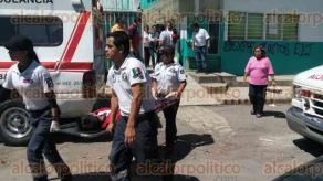Xalapa, Ver., 22 de febrero de 2017.- Movilización de ambulancias por reporte de intoxicación de alumnos en telesecundaria de la colonia Carolino Anaya, al mediodía de este miércoles.