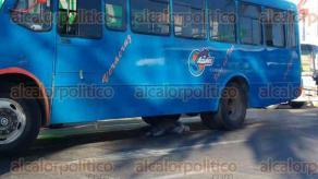 Veracruz, Ver., 23 de febrero de 2017.- La Policía Naval y de Tránsito Estatal acordonaron la esquina de la avenida Ignacio Allende y Juan Soto, luego del accidente en el que un anciano fue arrollado y perdió la vida.