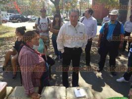 Xalapa, Ver., 24 de febrero de 2017.- Autoridades advirtieron a 35 vendedores ambulantes que desde el lunes ya no pueden colocarse en espacios que comprenden USBI, el águila, el Estadio