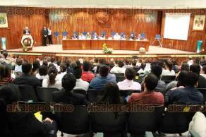 Ciudad Mendoza, Ver., 24 de febrero de 2017.- Este viernes se festejaron los 43 años de la Facultad de Medicina de la Universidad Veracruzana. Durante el evento se develaron las fotografías de los 10 directores que ha tenido la institución.