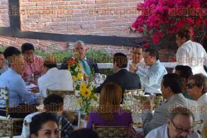 Xalapa, Ver., 24 de febrero de 2017.- En compañía de amigos y familiares, don Carlos Brito Gómez festejó su cumpleaños 83 con una comida en su casa. Asistieron priístas como el senador José Yunes, el líder estatal del tricolor Renato Alarcón, el exgobernador Flavino Ríos y el alcalde de Xalapa, Américo Zúñiga.