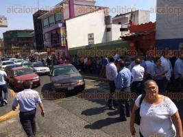 Xalapa, Ver., 26 de febrero de 2017.- 13:35 horas: Simpatizantes panistas cerraron la calle Zamora por registros de precandidatos.