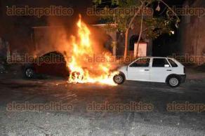 Veracruz, Ver., 26 de febrero de 2017.- Un voraz incendio se registró la madrugada de este domingo en calles del centro de la ciudad.