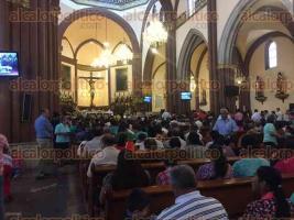 Xalapa, Ver., 26 de febrero de 2017.- El arzobispo Hipólito Reyes Larios, en la Catedral Metropolitana de esta ciudad capital, compartió como cada domingo un mensaje a las personas asistentes a la misa, donde los invitó a no apegarse a la riqueza.
