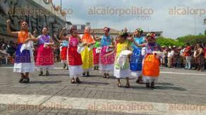 Papantla, Ver., 26 de febrero de 2017.- Fue el majestuoso mural a la cultura Totonaca, escenario de la Pre-Cumbre Tajín, en donde se presentaron grupos de danzantes de toda la región.