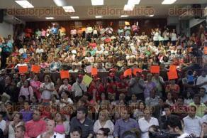 Xalapa, Ver., 27 de febrero de 2017.- La tarde de este lunes, en las instalaciones del Comité Directivo Estatal del PRI, Alejandro Montano Guzmán recibió su constancia como precandidato a la alcaldía de Xalapa.