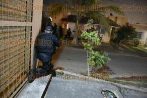 Veracruz, Ver., 28 de febrero de 2017.- Por más de dos horas se desató la balacera entre las viviendas del Fraccionamiento Villa Rica, donde se aterrorizó a los vecinos por el despliegue de decenas de elementos de Seguridad Pública y de la Marina Armada y el ruido de las armas de alto poder.