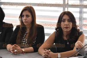 """Xalapa, Ver., 22 de marzo de 2017.- Diputadas y consejeras del OPLE, ofrecieron una rueda de prensa previa al foro """"Encuentro de mujeres aspirantes a un cargo de elección popular"""", en el Teatro del Estado."""