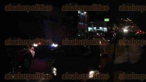 Xalapa, Ver., 22 de marzo de 2017.- La noche de este miércoles se registró un choque por alcance en la avenida Rébsamen, a la altura de Xalapa 2000. Una mujer habría resultado lesionada por el percance, además de que el tránsito se complicó por los vehículos parados.